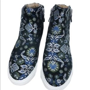 Gentle Souls Blue white Jacquard Sneakers Size 8.5